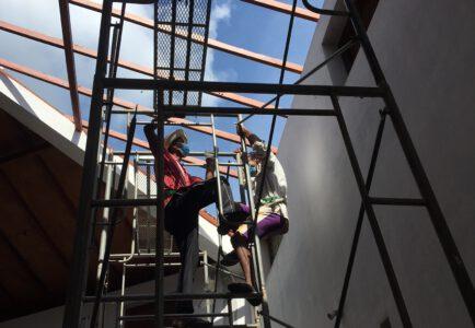 Het laatste deel van het dak van het Nasurdeen gebouw wordt nu gerepareerd